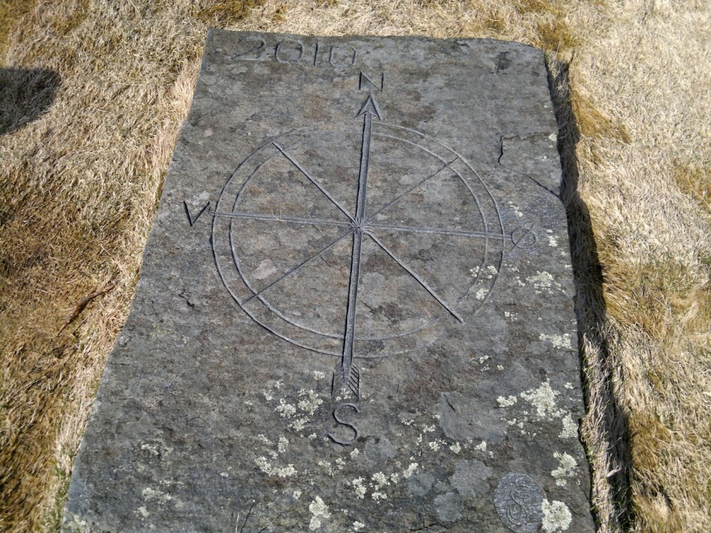 Steinplate med kompass