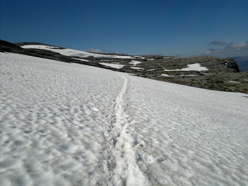 Noe av stien går i snø