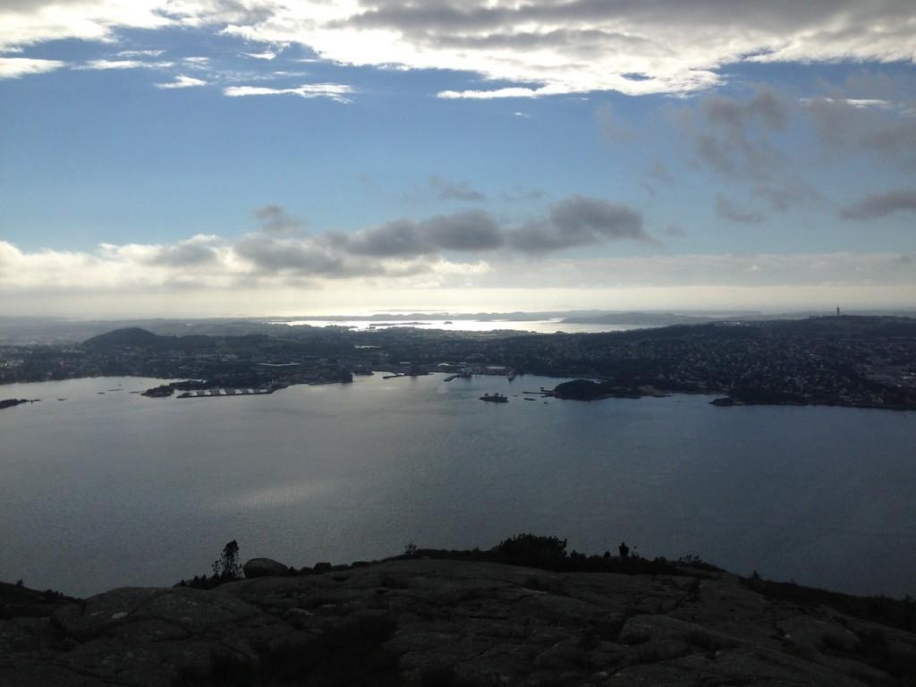 Hafrsfjord i bakgrunnen