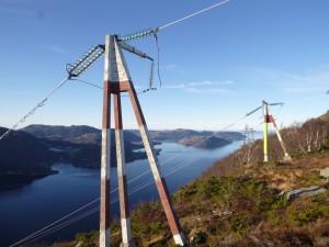 Kabler over fjorden