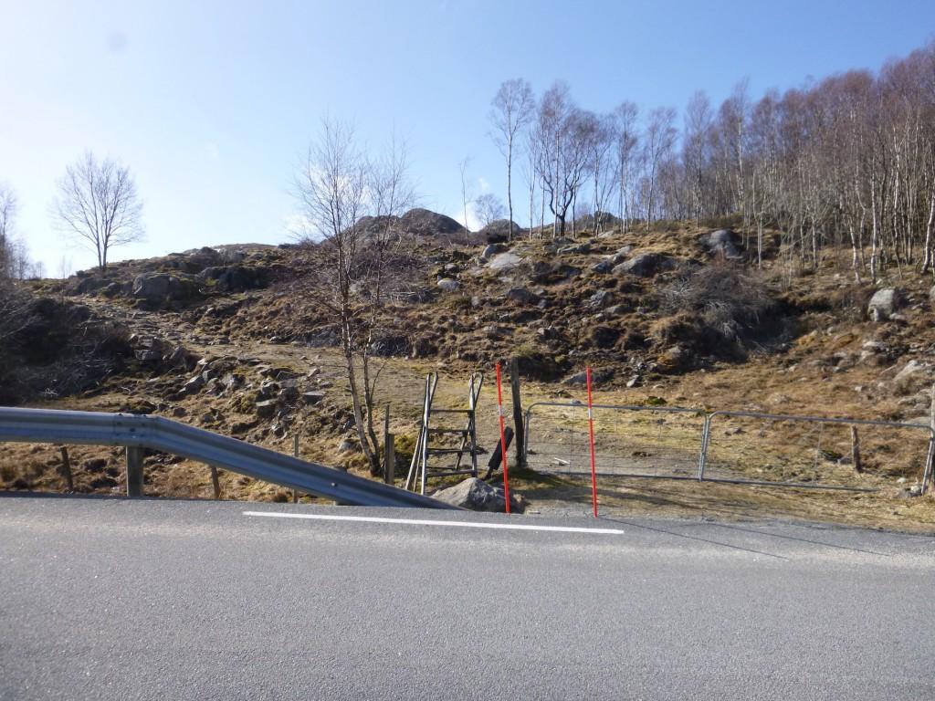 Her er startpunktet i svingen nedenfor parkeringsplassen
