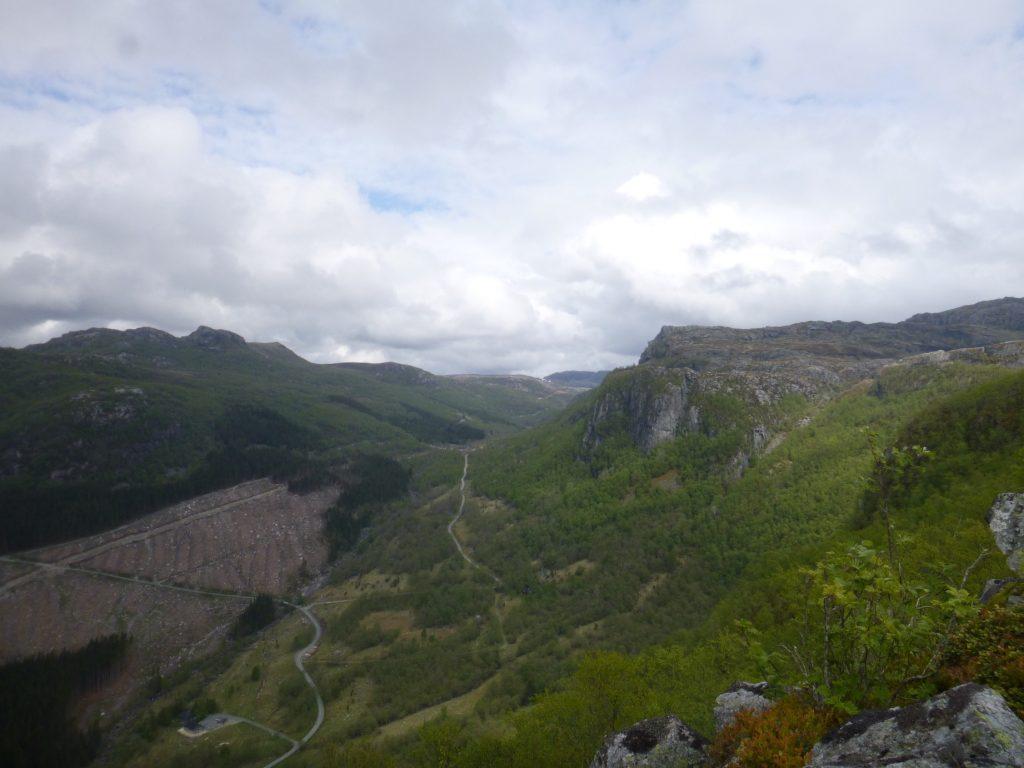 Innover dalen bak oss