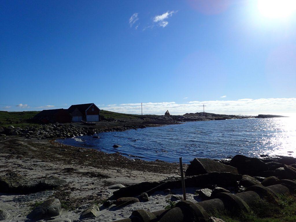 Flere små viker og båthavner