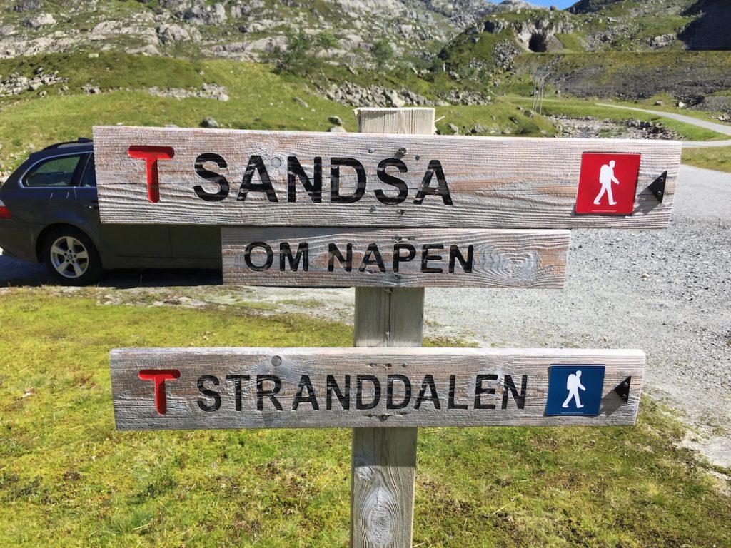 Her starter turen til Stranddalen fra Øvre Moen