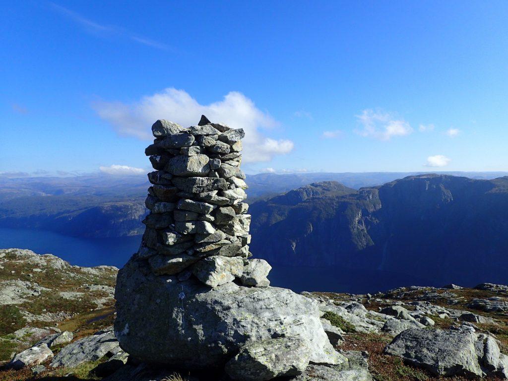 Jøsenfjord i bakgrunnen
