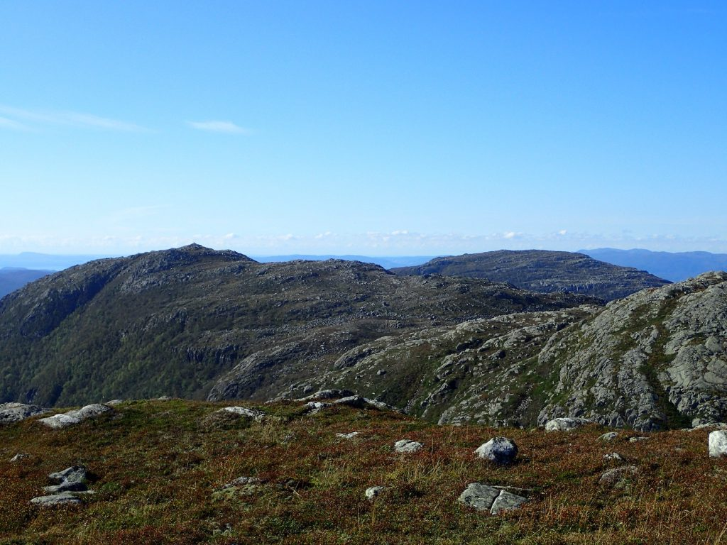 Valafjell nærmest, Herefjel bak